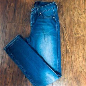Levis Flatters Flaunts Skinny Leg Jeans 27